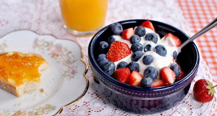 Algunas de las consecuencias de saltarse el desayuno son decaimiento, falta de concentración y mal humor.