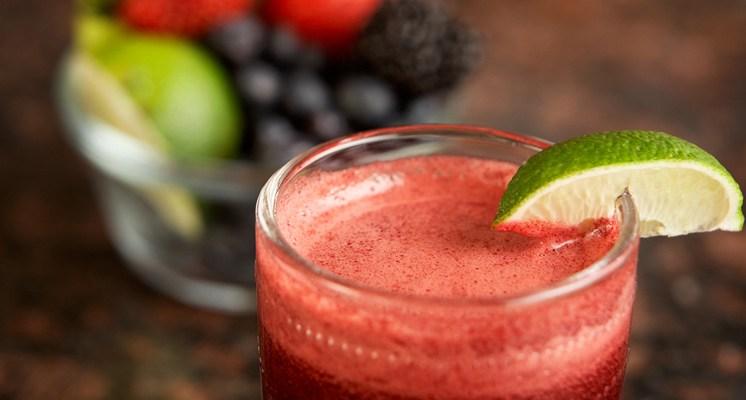 Los alimentos frescos ayudan al cuerpo a eliminar toxinas, y los zumos contienen casi el 95% del valor nutritivo de la fruta o la hortaliza.