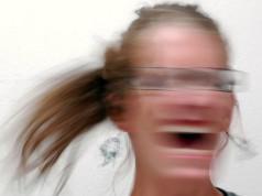 Los síntomas de la ansiedad incluyen sudor, estómago revuelto, pensamientos pesimistas, pulso acelerado, mal genio, mal dormir y falta de concentración.