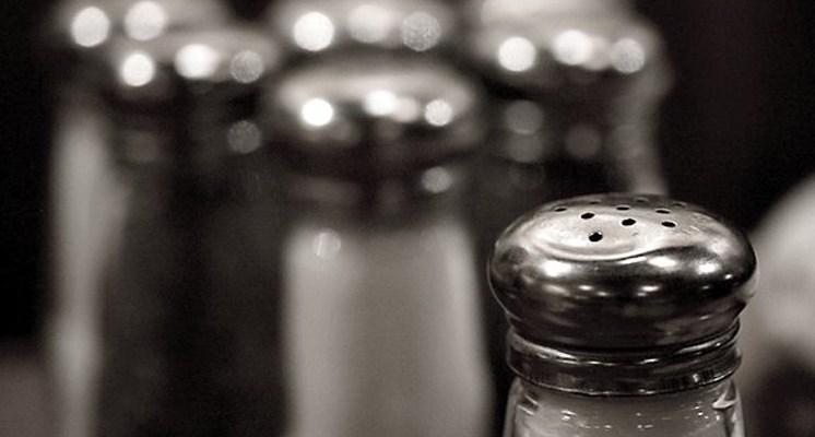 ¿La sal marina es la más sana? Conoce que beneficios tiene sobre la sal refinada.