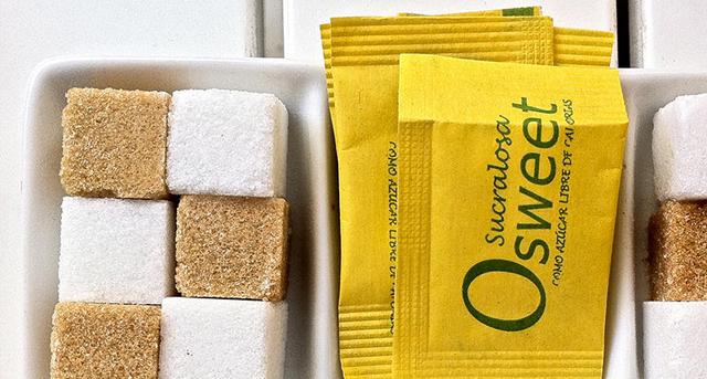 Este edulcorante bajas calorías se fabrica a partir del azúcar, soporta altas temperaturas y es apto para diabéticos