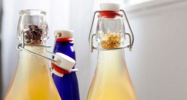 La fermentación del té otorga una variada cantidad de vitaminas, enzimas, minerales y ácidos orgánicos esenciales.